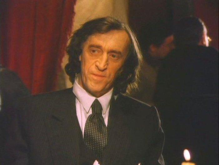 Кадр из фильма *Золотая голова на плахе*, 2004   Фото: kino-teatr.ru