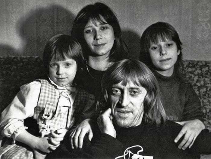 Актер со второй женой Галиной и дочерьми   Фото: veasy.ru