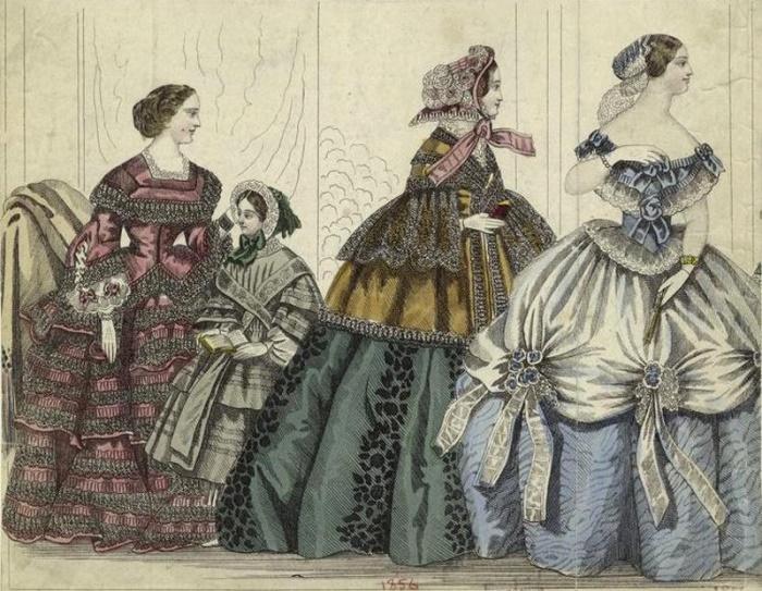 Платья с кринолином