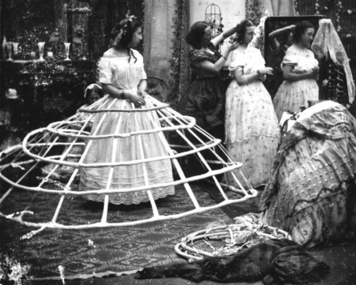 Обручи, поддерживающие верхние юбки
