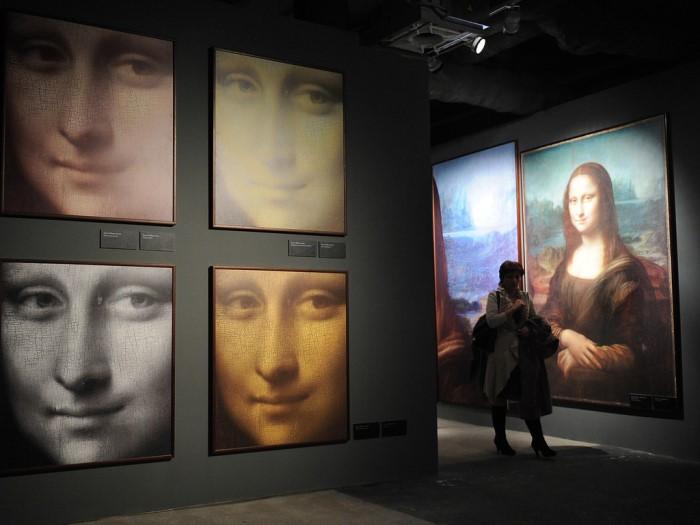 Репродукции картины *Мона Лиза* на выставке *Гений да Винчи* в Москве   Фото: liveinternet.ru