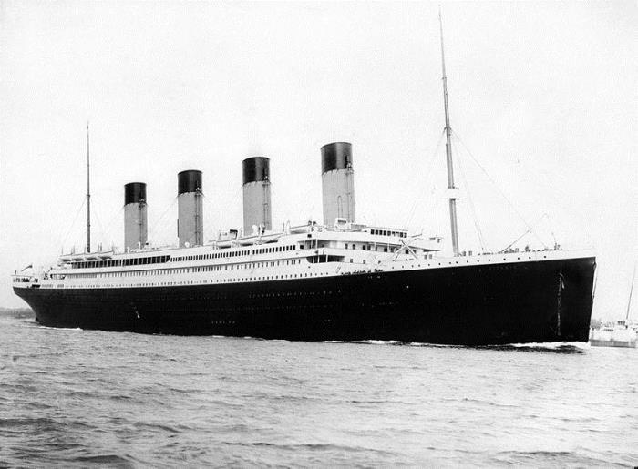 *Титаник* выходит из Саутгемптона в свой первый и последний рейс, 10 апреля 1912 г.