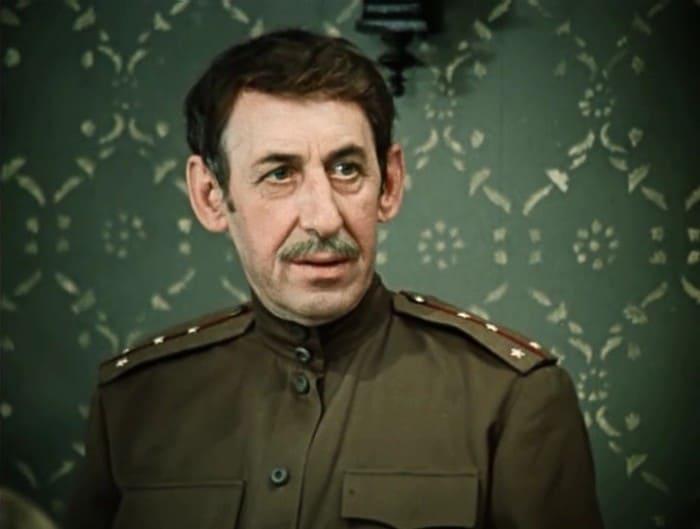 Владимир Басов в фильме *Дни ТурбиныÑ*, 1976 | Фото: kino-teatr.ru