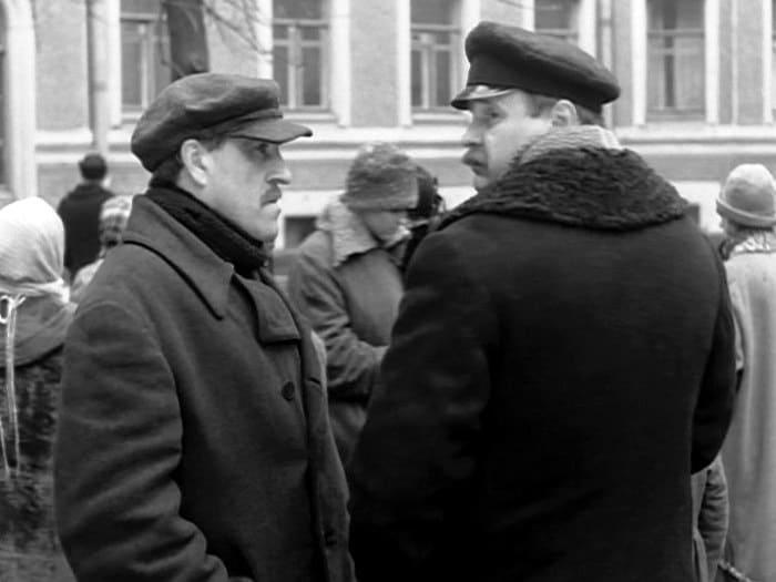 Владимир Бортко (справа) в эпизоде фильма *Собачье сердце*, 1988 | Фото: kino-teatr.ru