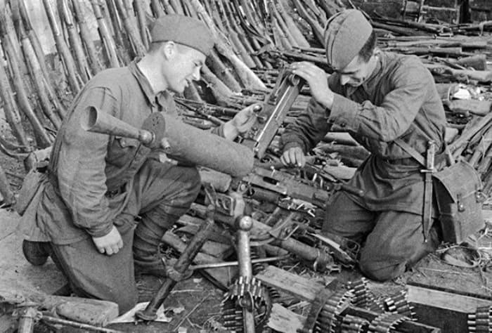 Трофейное оружие, взятое Красной армией в Запорожье | Фото: lenta.ru