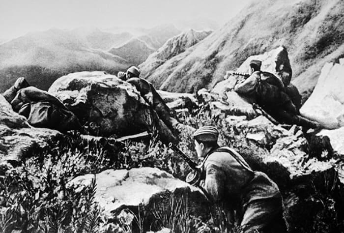 Красноармейцы обороняют горный перевал на Кавказе | Фото: lenta.ru