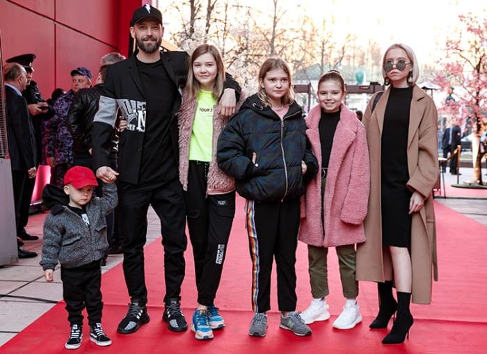 Владимир Кристовский с детьми | Фото: ru.hellomagazine.com