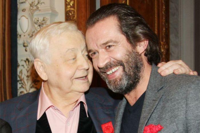 Актер со своим *отцом в профессии* Олегом Табаковым | Фото: tele.ru