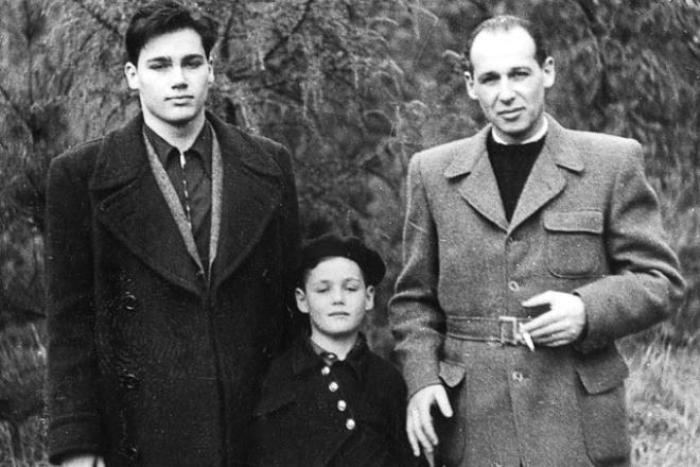 Владимир с отцом и младшим братом | Фото: 24smi.org