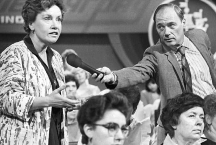 В 1980-х В. Познер провел несколько советско-американских телемостов | Фото: mirnov.ru