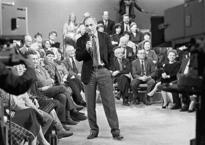 В 1980-х В. Познер провел несколько советско-американских телемостов | Фото: m24.ru