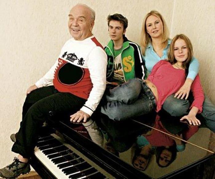Владимир Шаинский с семьей | Фото: uznayvse.ru