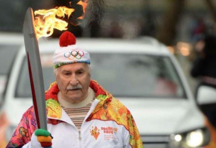 Владимир Зельдин стал старейшим участником эстафеты Олимпийского огня | Фото: uznayvse.ru
