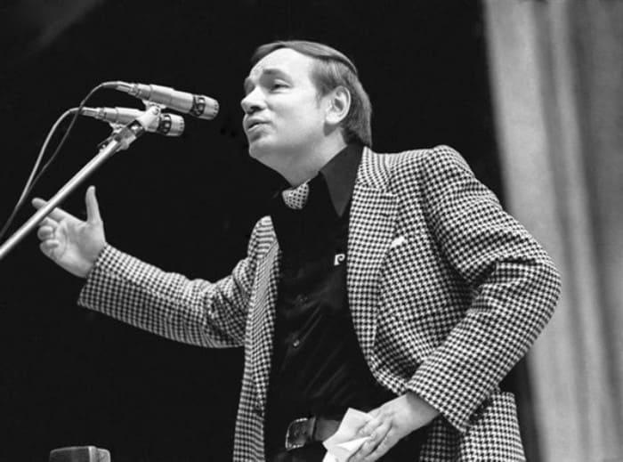 Поэт Андрей Вознесенский в середине 1970-х гг. | Фото: chelreglib.ru