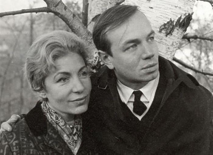 Андрей Вознесенский с женой, Зоей Богуславской | Фото: mk.ru