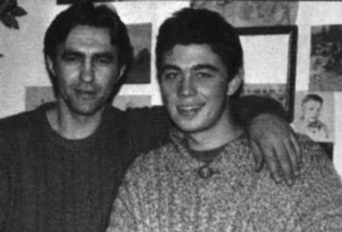 Вячеслав Бутусов и Сергей Бодров на съемках фильма *Брат*, 1997 | Фото: dubikvit.livejournal.com
