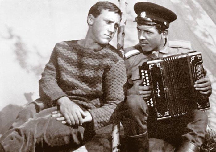 В. Высоцкий и В. Золотухин в фильме *Хозяин тайги*, 1968 | Фото: lib.rin.ru