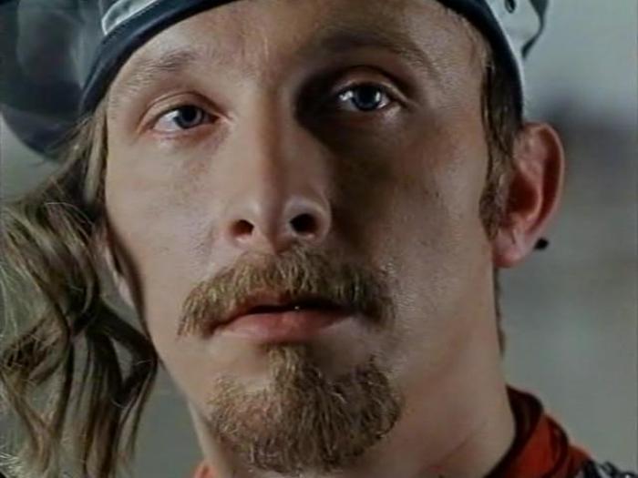 Иван Охлобыстин в фильме *8 1/2 долларов*, 1999 | Фото: kino-teatr.ru