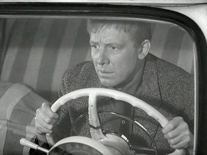 Иннокентий Смоктуновский в фильме *Берегись автомобиля*, 1966 | Фото: bigpicture.ru