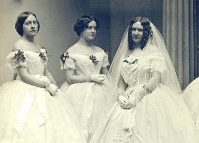 Чтобы выйти замуж, девушкам иногда приходилось обращаться за помощью в брачные агентства | Фото: liveinternet.ru