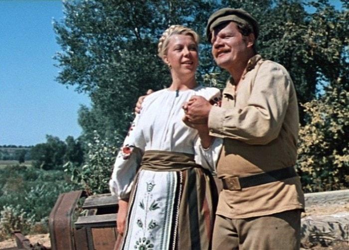 М. Пуговкин сыграл эпизодическую роль, но его танец *в ту степь* запомнился всем зрителям | Фото: kinopoisk.ru