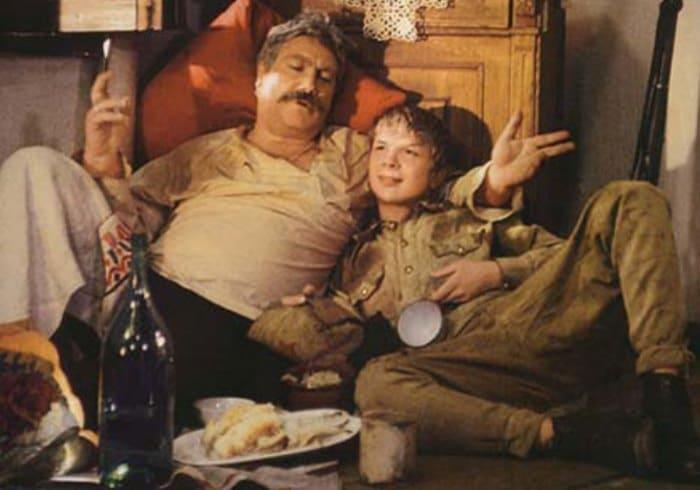 Многие сцены пьянства из фильма потребовали вырезать | Фото: domkino.tv