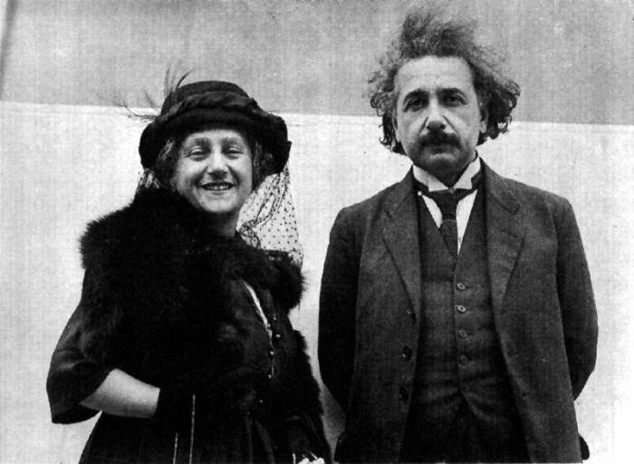 Альберт Эйнштейн и его вторая жена Эльза | Фото: photochronograph.ru