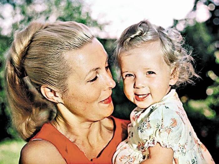 Актриса с дочерью | Фото: sobesednik.ru