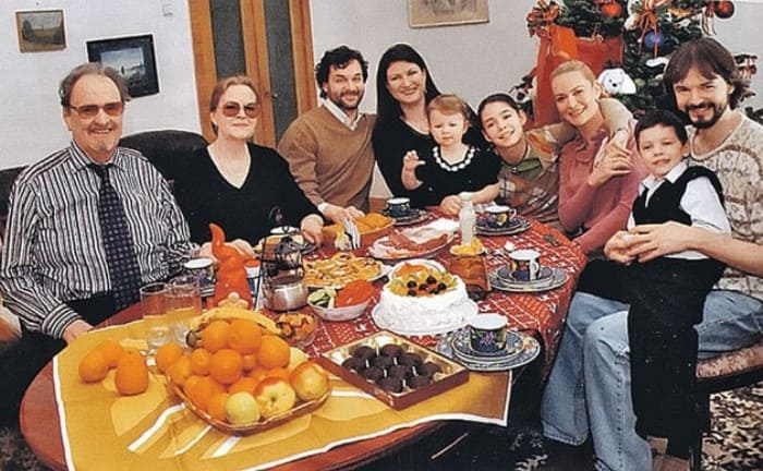 Юрий Яковлев в кругу семьи | Фото: kp.ru