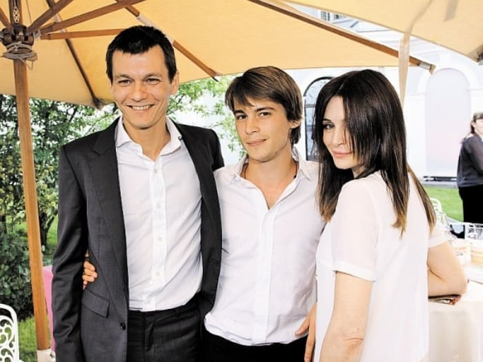 Филипп Янковский с сыном Иваном и женой Оксаной Фандерой   Фото: sobesednik.ru