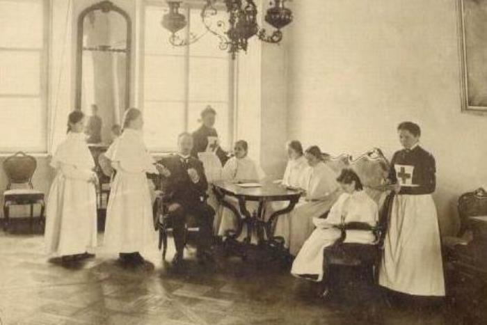 Смольный институт. Урок медицины, 1889 | Фото: womenation.org