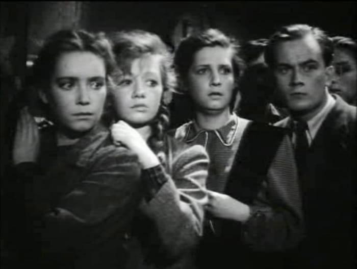 Евгений Моргунов в фильме *Молодая гвардия*, 1948 | Фото: kino-teatr.ru