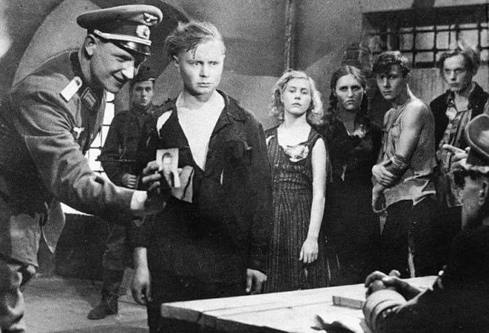 Кадр из фильма *Молодая гвардия*, 1948 | Фото: whatisgood.ru
