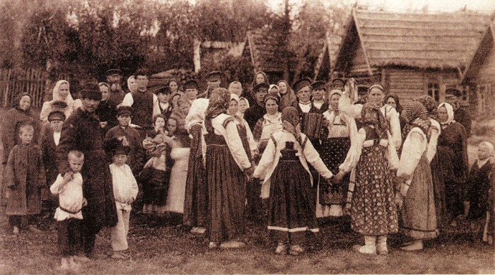 На гулянье. Центральная Россия