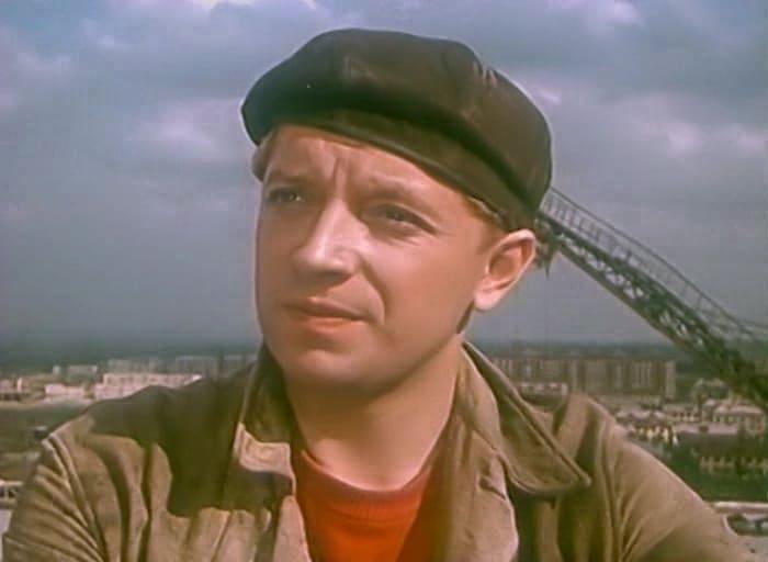 Кадр из фильма *Девушка без адреса*, 1957   Фото: kino-teatr.ru