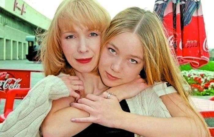 Дарья Мороз и ее мать, актриса Марина Левтова | Фото: sobesednik.ru