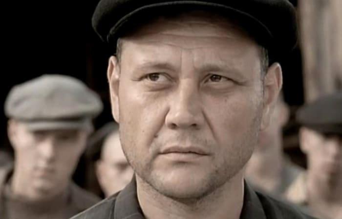 Юрий Степанов в сериале *Штрафбат*, 2004   Фото: kino-teatr.ru