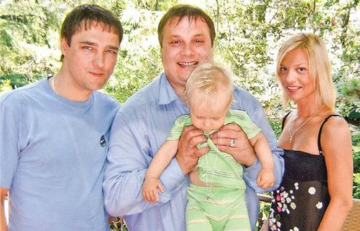 Юрий Шатунов и Андрей Разин с крестником | Фото: uznayvse.ru
