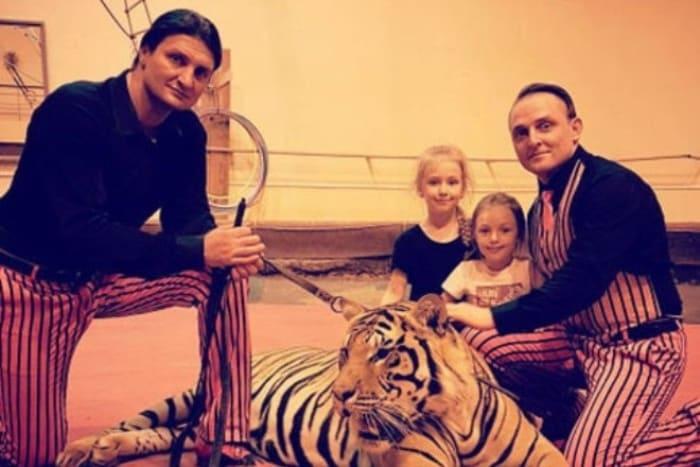 Аскольд Запашный с дочерьми и братом | Фото: 24smi.org
