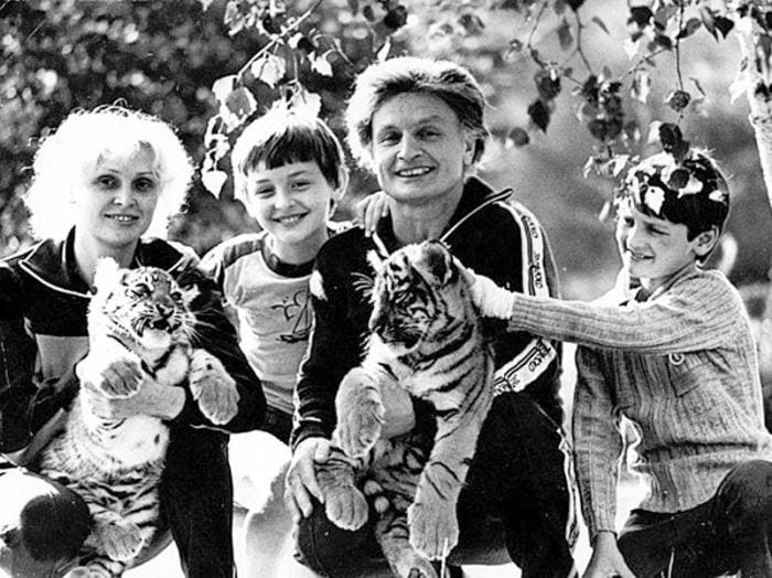 Вальтер Запашный с женой и сыновьями Эдгардом и Аскольдом | Фото: sobesednik.ru