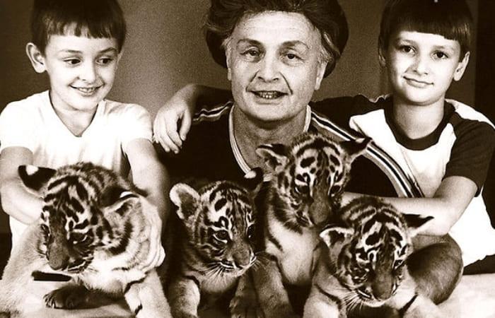 Вальтер Запашный с сыновьями Эдгардом и Аскольдом | Фото: liveinternet.ru