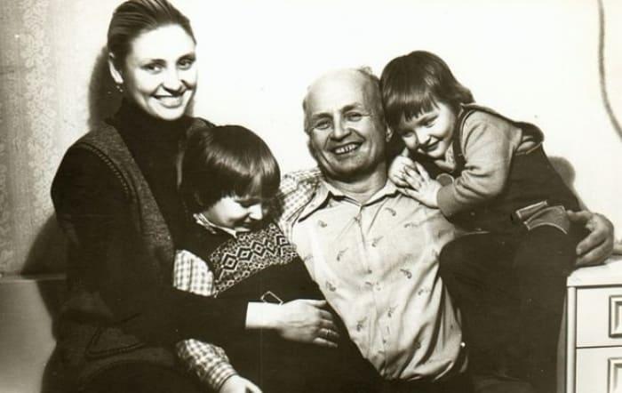 Вальтер Запашный с женой и сыновьями Эдгардом и Аскольдом | Фото: 24smi.org