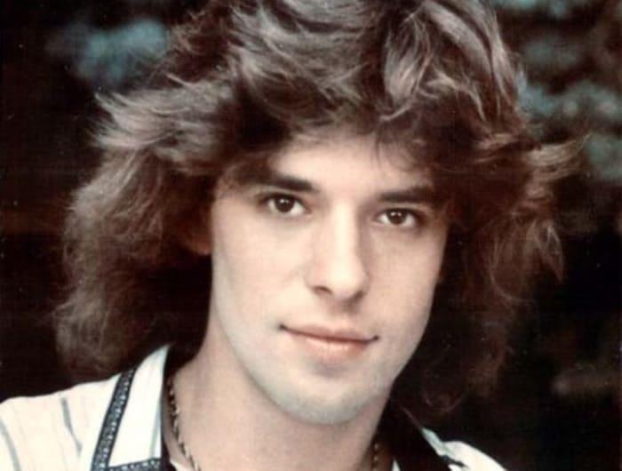 Популярный в конце 1980-х гг. певец Женя Белоусов | Фото: megalyrics.ru