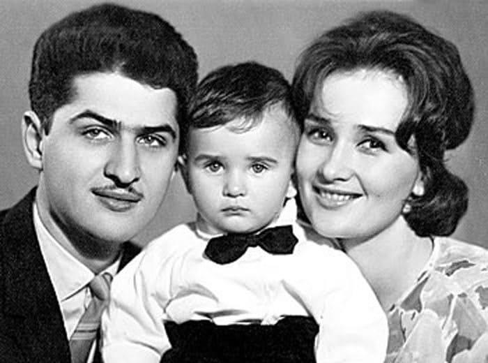 Зинаида Кириенко с мужем и сыном | Фото: kino-teatr.ru