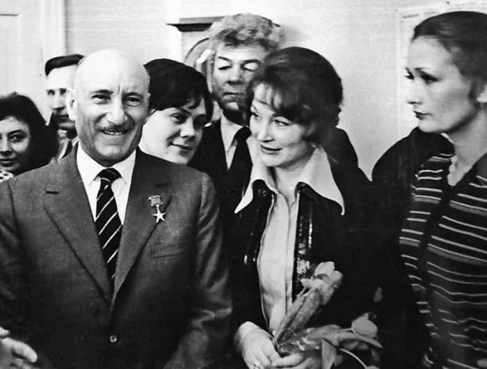 Зинаида Кириенко с Сергеем Герасимовым и Людмилой Хитяевой | Фото: ampravda.ru