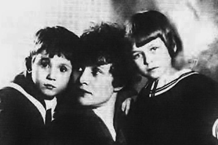 Зинаида Райх с детьми