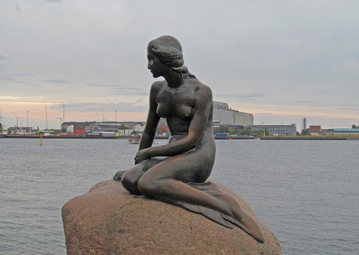 Памятник Русалочке в бухте Копенгагена