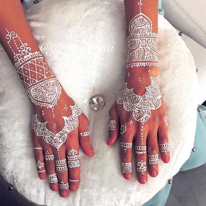 Отличное украшение для восточной невесты.