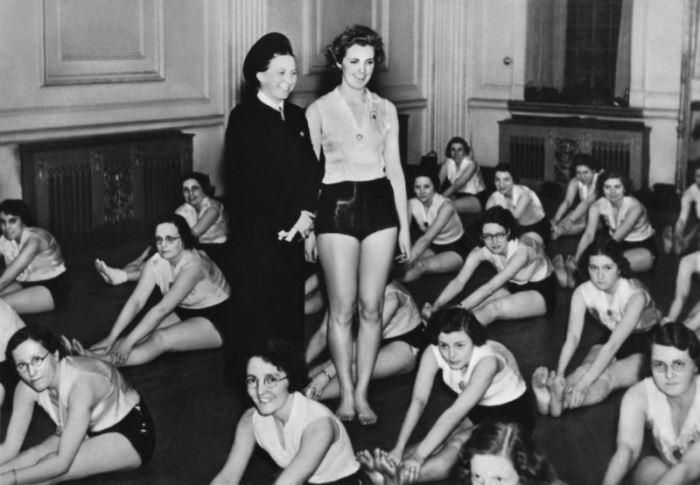 Гертруда Шольц-Клинк в женской Лиге здоровья и красоты
