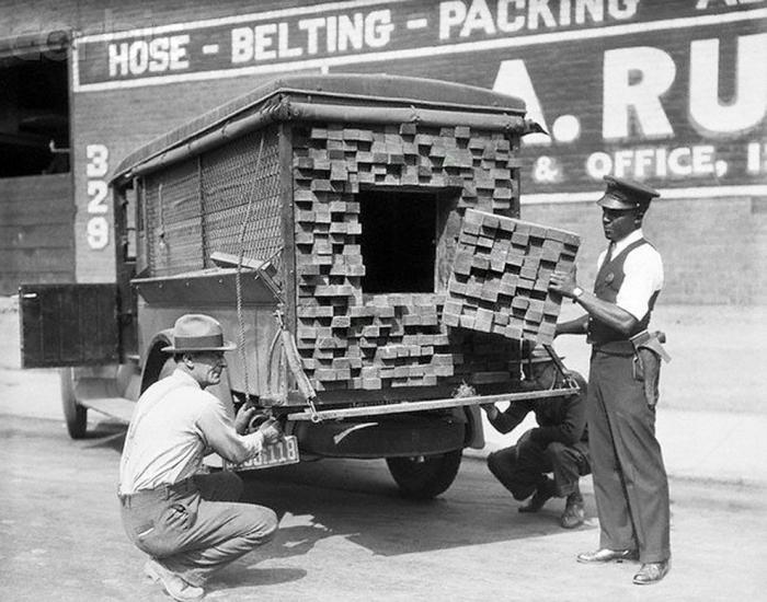 Контрабандисты под видом кирпичей перевозят спиртные напитки
